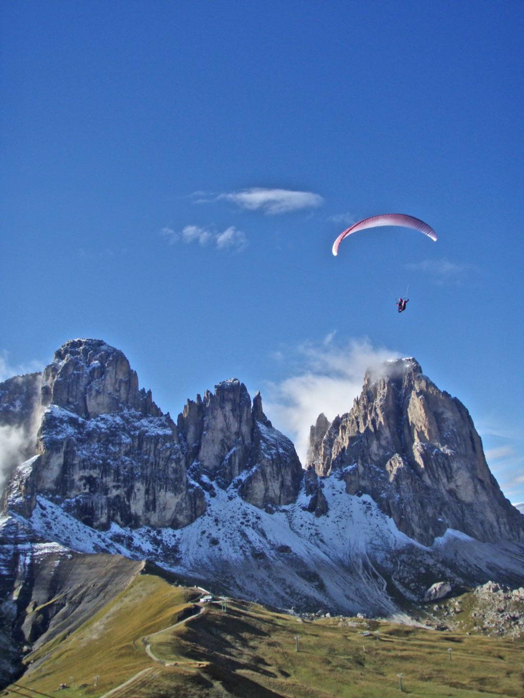 Der Col Rodella in den Dolomiten wird im Herbst zum Flugmekka für Gleitschirmpiloten