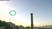 Der Webcam-Schnappschuss zeigt am Himmel einen Gleitschirm im Bisenfluggebiet Frohe Aussicht in Oberrieden.