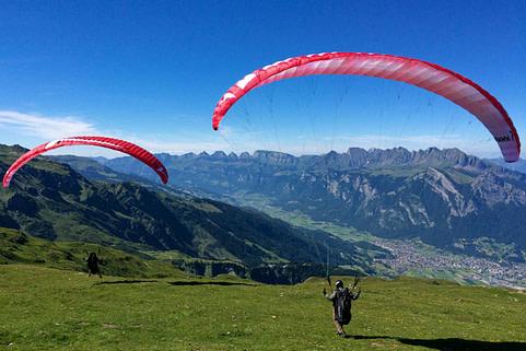 Ein Gleitflug vom Pizol ist dank des grossen Höhenunterschieds für die Gleitschirmschulung ein geeigneter Startplatz.