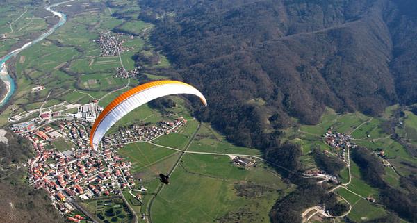 Das Sočatal ist ein thermisch sehr ergiebiges Fluggebiet, wo auch wenig erfahrene Piloten 100-km-Flüge realisieren.