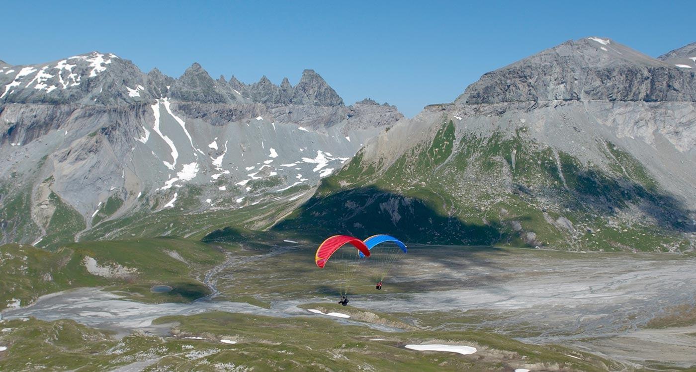 Die Rückseite des Cassonsgrats eignet sich für schöne Höhenflüge vor alpiner Kulisse.