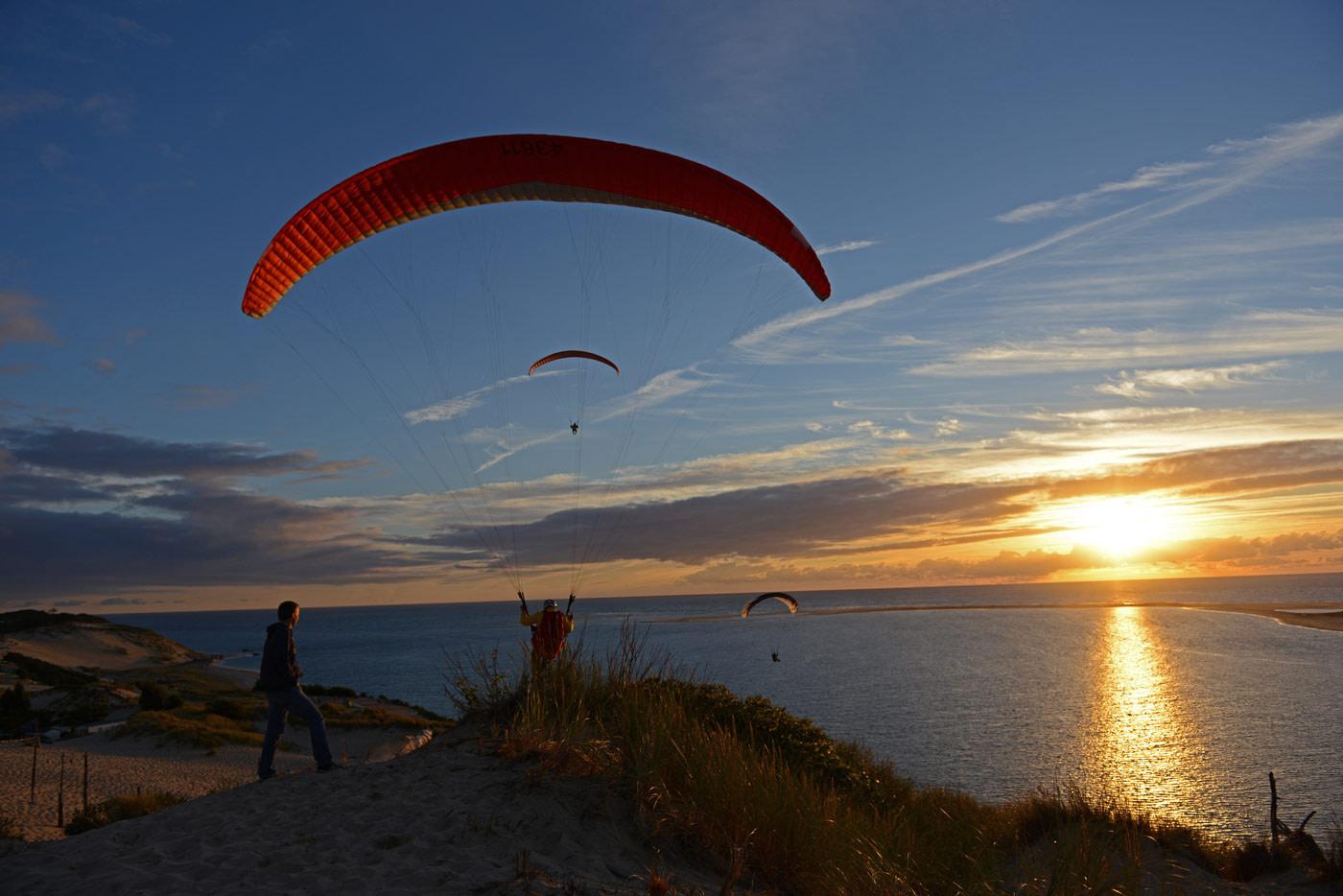 Eine Flugreise an die Düne lohnt sich für Anfänger im Gleitschirmsport wie für Flugschüler und Fortgeschrittene.